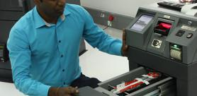 Hardened and robust cash deposit devices offer meaningful resistance to very violent attacks to which they are exposed.